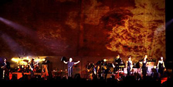 Roger-Waters-Live-In-The-Flesh-Tour-2002-Zuerich-Hallenstadion-10.jpg